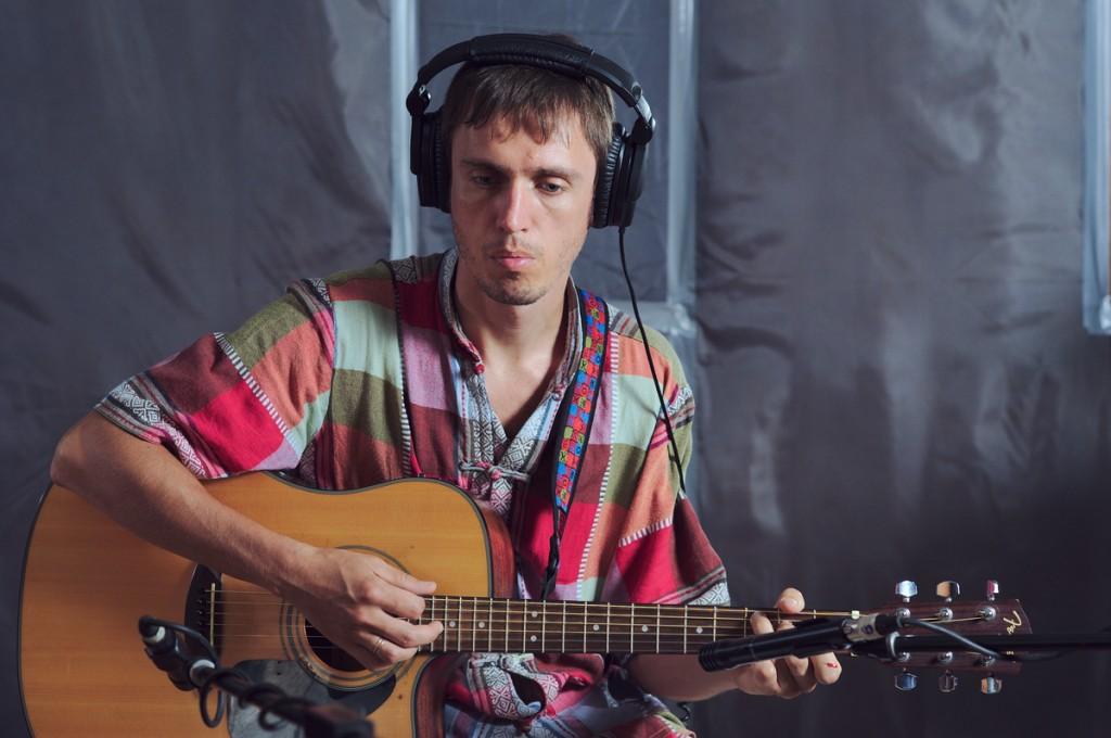Запись третьего альбома, акустическая гитара